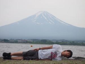 山梨県河口湖にて。横不動×富士山