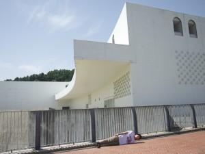青森県にて。横不動×青森県立美術館