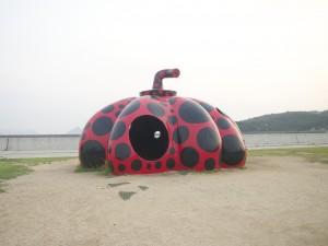 直島の赤かぼちゃ