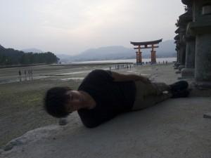 広島県宮島にて。横不動×厳島神社